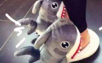 Kapcie z Aliexpress - kapcie rekiny